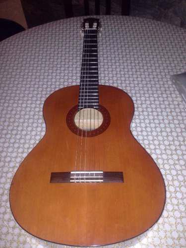 Guitarra clasica yamaha c40 nueva con su forro y capo.