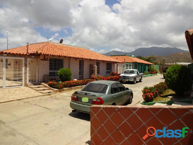 Casa en venta en porlamar, urbanización pueblo real, 149 m2, 3 dormitorios