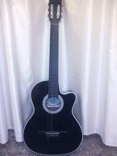 Guitarra *acústica negra*