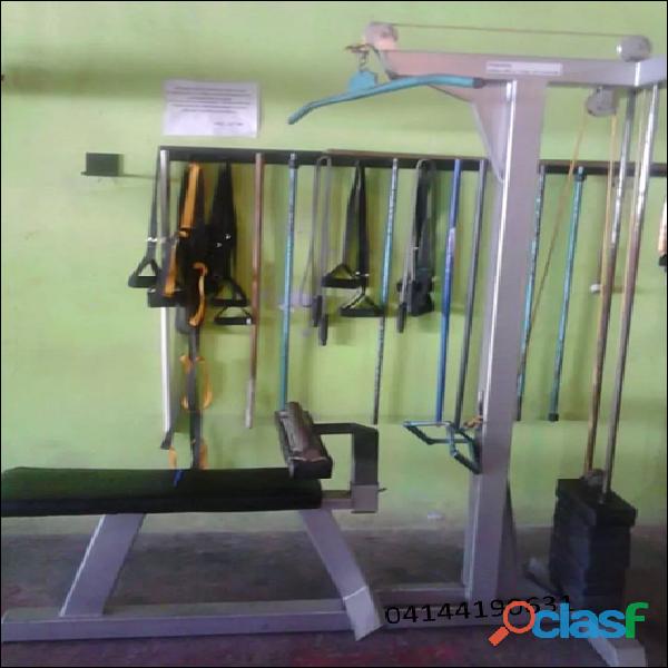 Máquina de gimnasio   estación de poleas alta y baja