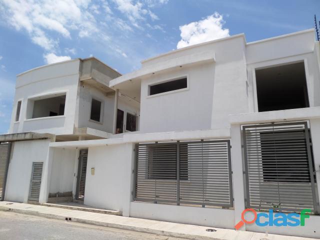 Casa en venta en maracay, urb. villa ingenio i cod. 19 1227