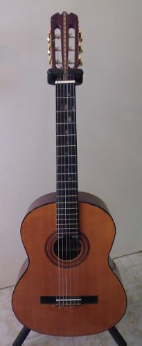 Guitarra clásica de cuerdas de nylon (barata)