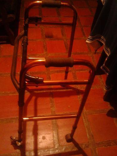 Andadera 4 patas, en aluminio poco uso