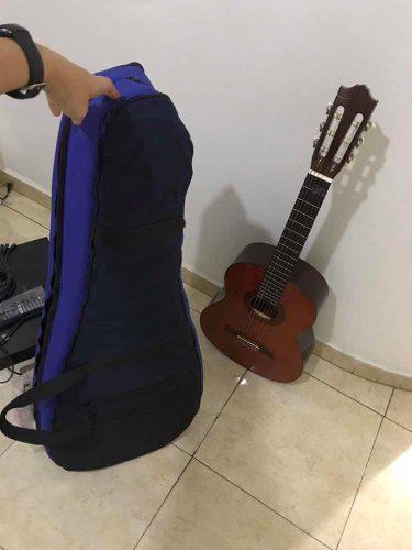 Guitarra acústica nueva con su estuche