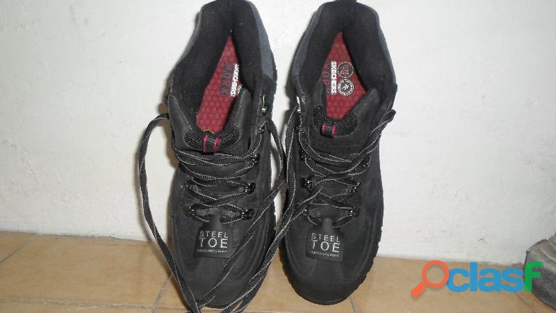 Calzado de seguridad marca skechers work
