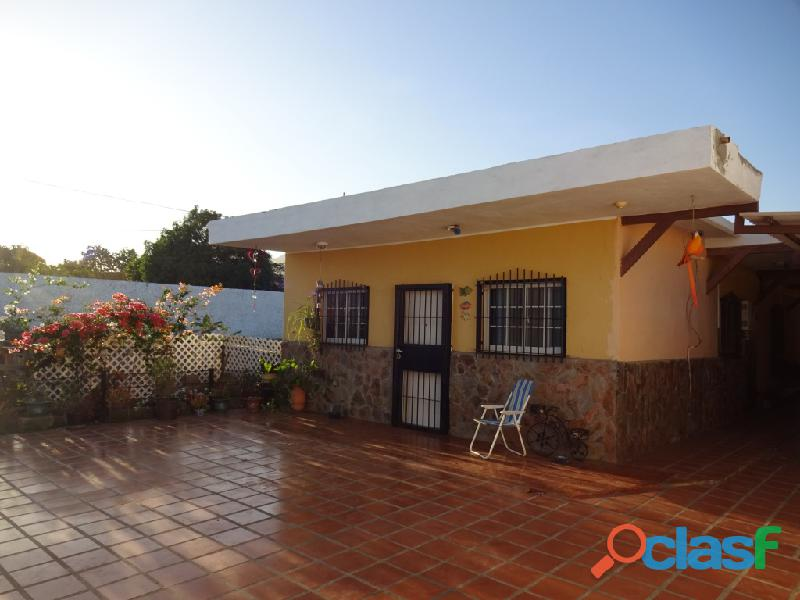 Venta funcional casa 3hab, 2baños, amoblada, equipada con gran parcela de terreno