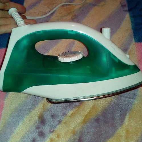 Plancha a vapor para ropa electric life poco uso