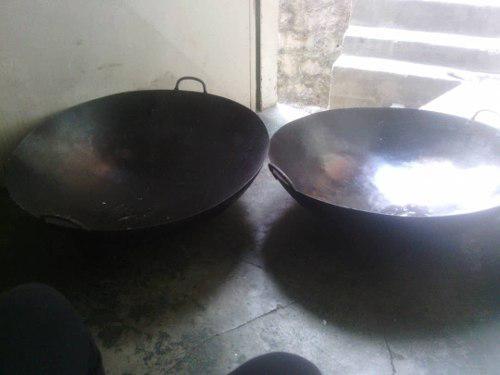Oferta 2 sartenes wok chinos usados y tabla transparente.