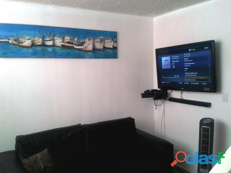 Vendo apartamento chacaíto cerca al central madeirense, 92 m2, 3 hab. estacionamiento