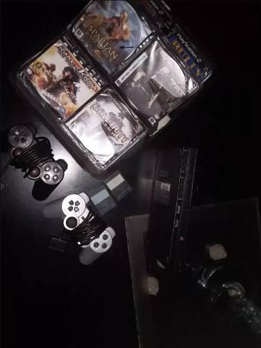 Playstation 2 con 2 controles, 70 juegos y 2 memory cards.