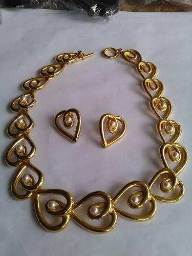 7224fa26ece5 Bisuteria collar gargantilla con zarcillos dorado y perlas