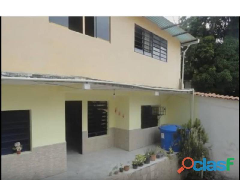 Vendo casa de 2 niveles, espaciosa y acogedora. ubicada en las faldas de henry pittier. maracay