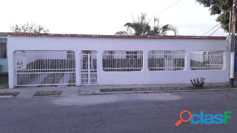 Casa de 120m2 en la Urb. Los Cerritos, Los Guayos