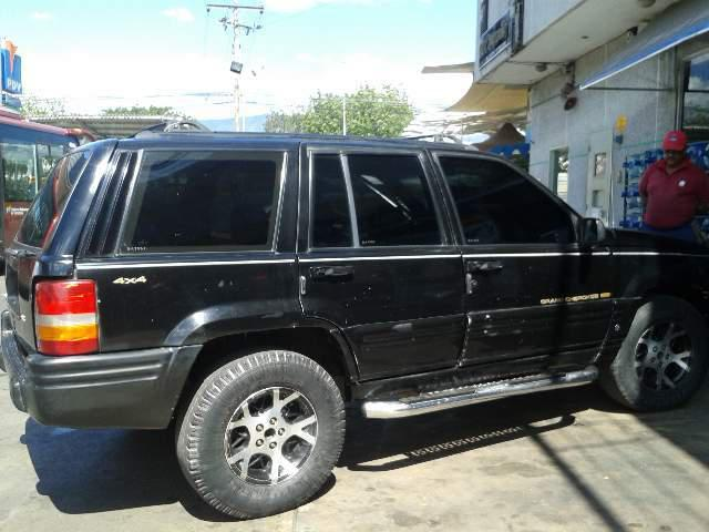 Grand cherokee año 1998 color negra