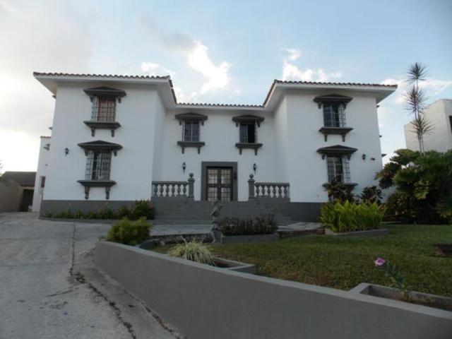 Quinta con decorados de primera en guataparo countru club