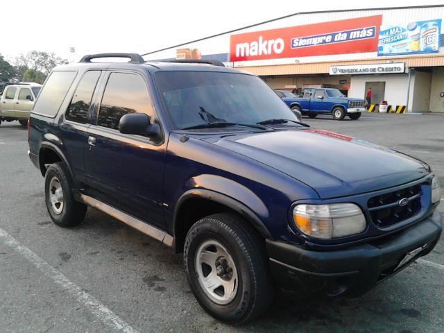Vendo ford explorer año 2000. sincronica motor 4.0 6v