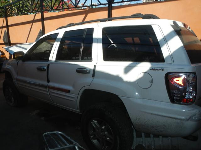 Vendo grand cherokee 2000 limited. chocada de frente