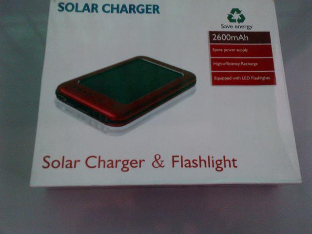 Cargador solar y linterna