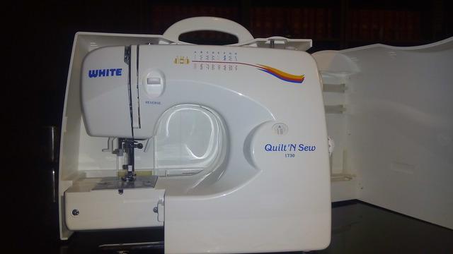 Remate maquina de coser marca white nueva de caja.