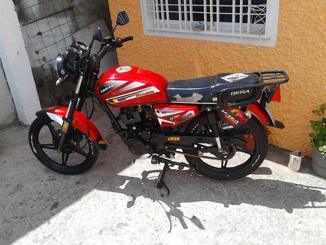 Vendo moto bera socialista año 2013
