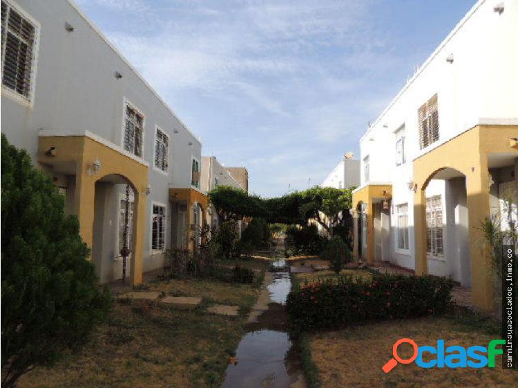 Vendo townhouse la lagunita mls 19-10014 / hjgr