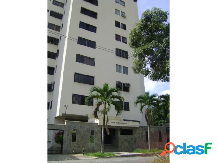 En venta conservado apartamento de 90 m2 en valles de camoruco