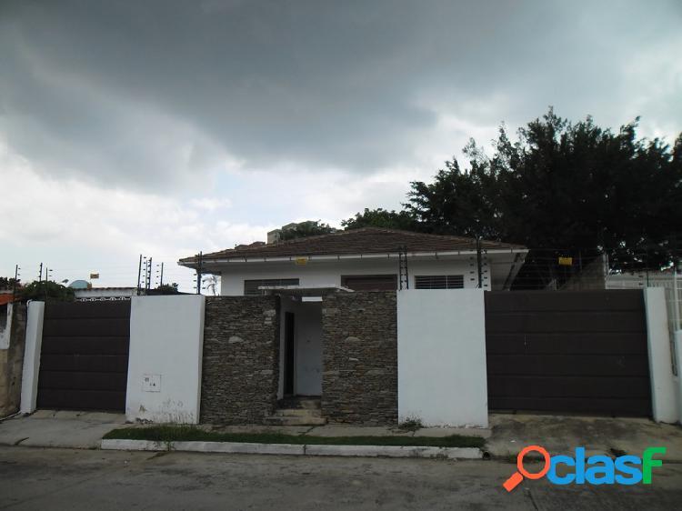 Cómoda casa ubicada en la urbanización los nísperos de la ciudad de valencia