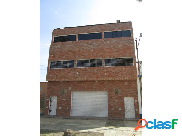En venta excelente edificio comercial de tres (3) niveles, zona aduanera puerto cabello