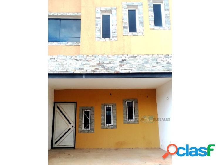 En venta townhouse en obra gris ubicado en yara yara