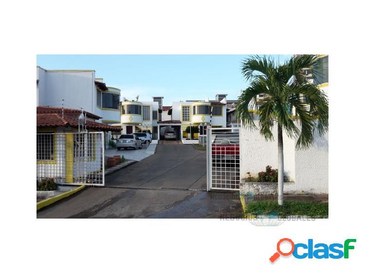 TOWNHOUSE EN VILLA GRANADA