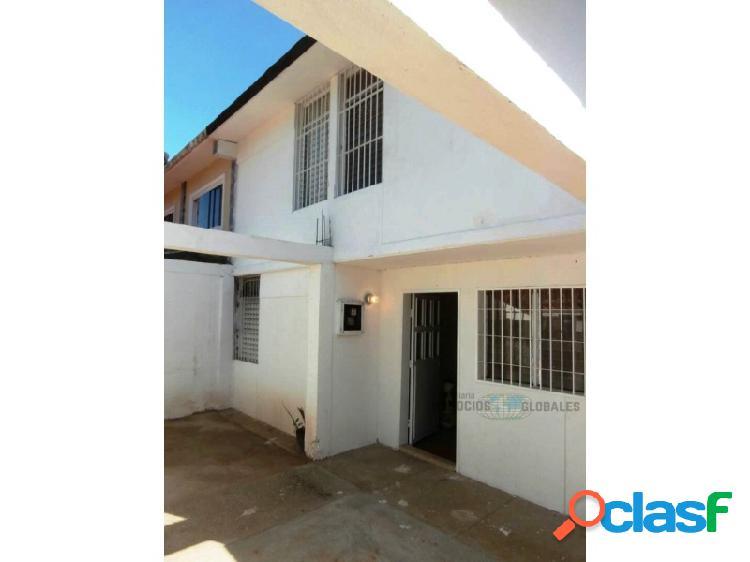 Casa en venta en urbanización manoa