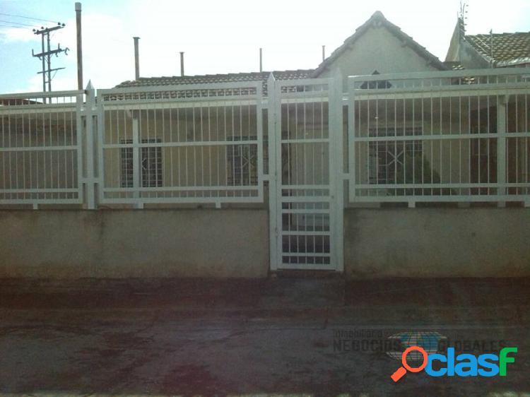 Casa de esquina en guayana country club (bajó de precio!)