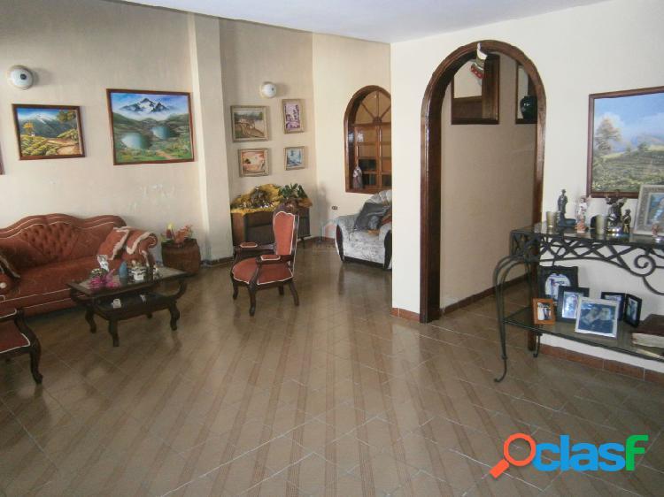 Casa quinta en el vigía estado mérida 6 habitaciones y amplios espacios, excelente ubicación