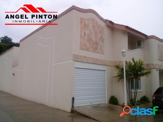 Villa cerrada en venta en juana de avila maracaibo api 129