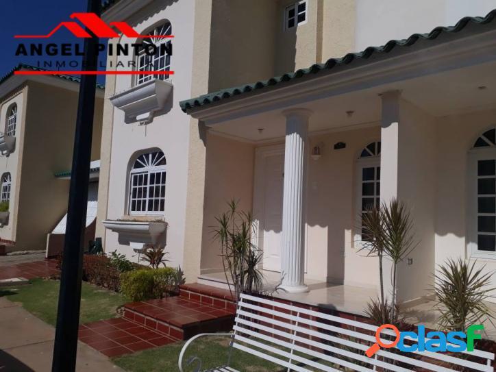 Villa cerrada en venta av. dr paul moreno maracaibo api 1195