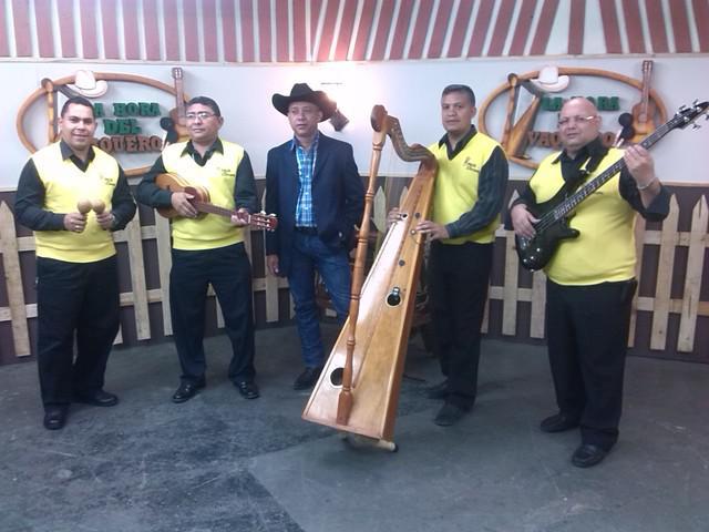 """Musica llanera en vivo con el conjunto criollo """"renacer"""