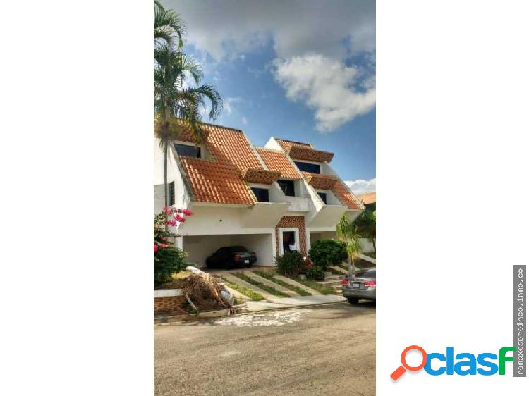 Casa Bella Fachada Urb Altos de Guataparo