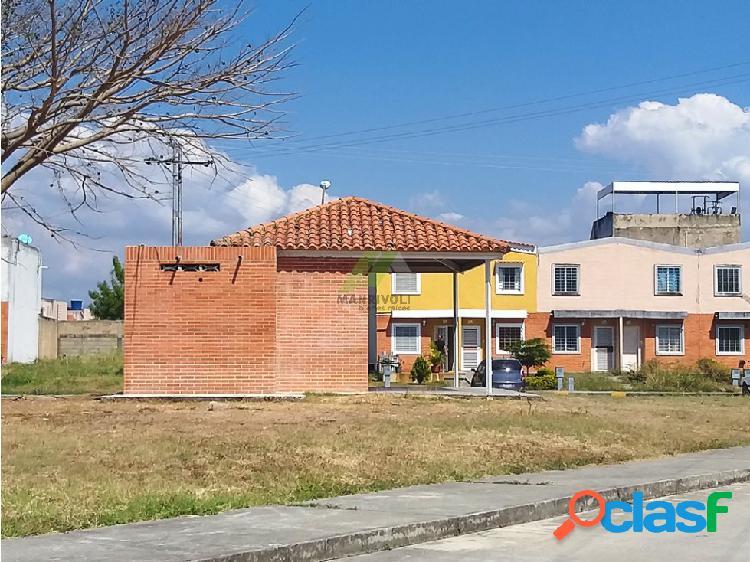 Townhouse tierranueva, urb. calicanto (financiado)
