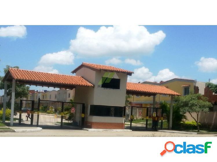 Townhouse tierranueva, urb. calicanto (contado)