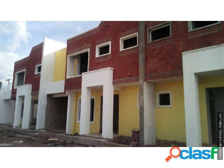 Town house en villas don diego - av doctor montoya