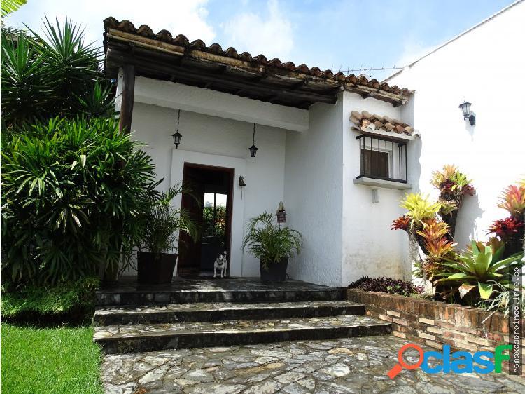 Casa estilo español en colinas de guataparo