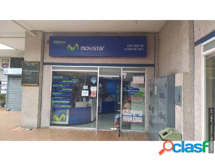Se vende centro de conexiones con mobiliario