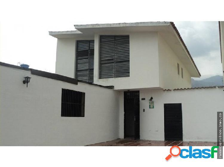 En venta casa para remodelar en chaguaramal