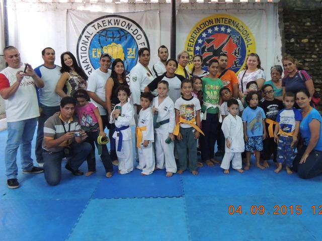 Plan vacacional de artes marciales - taekwon-do - defensa