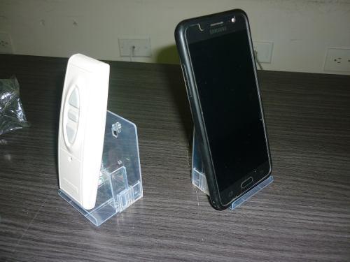 Exhibidor de celulares en acrílico