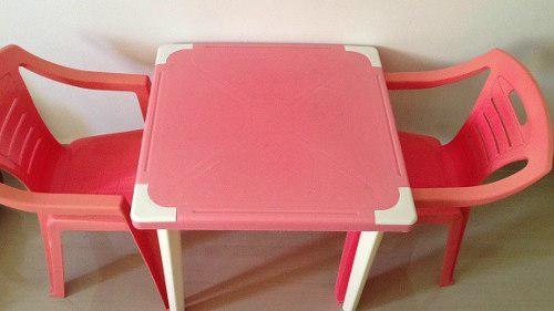 Mesita de juegos con dos (2) sillitas