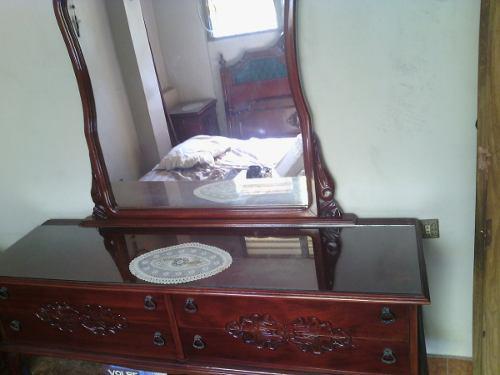 Peinadora con espejo, estilo clásico