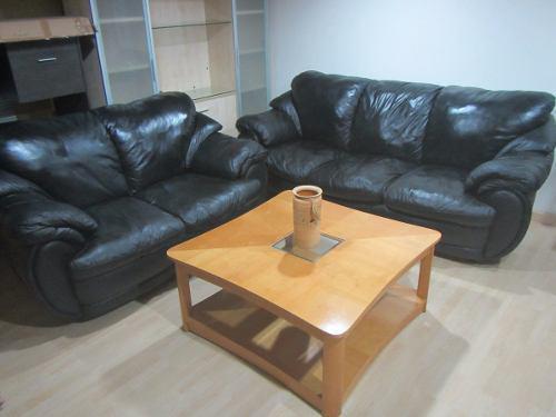 Sofa de 2 y 3 puestos en cuero color negro