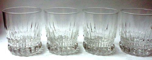 Cuatro bonitos vasos cortos vidrio transparente base cortes