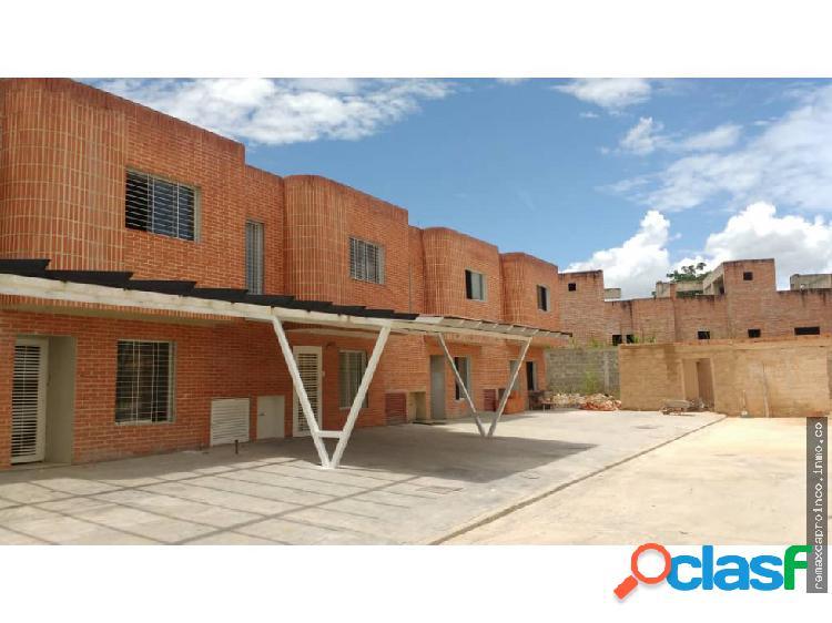 ESPACIOSO TOWN HOUSE EN URB MANANTIAL, NAGUANAGUA